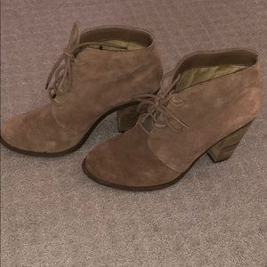 Jessica Simpson suede booties (tan)
